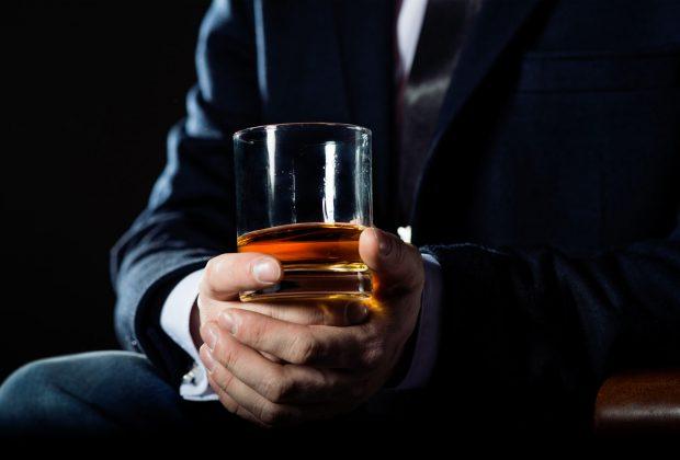 Zamiast pić - zarabiaj na alkoholu! Sposób na długoterminową inwestycję