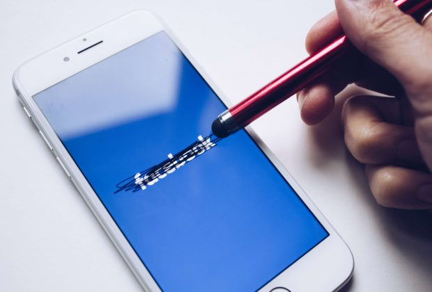 #deletefacebook – kupię uszkodzonego Facebooka w dobrej cenie